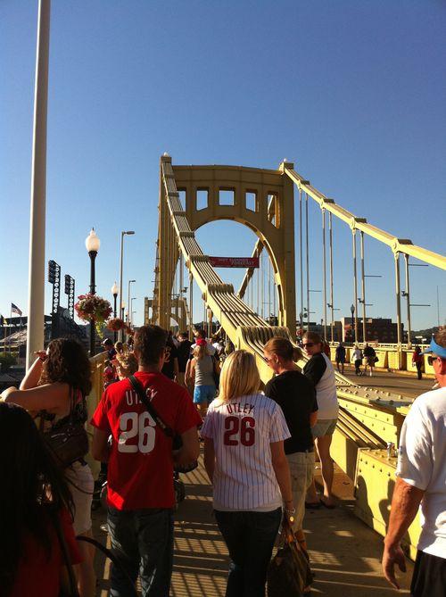 Pittsburgh_roberto_clemente_bridge