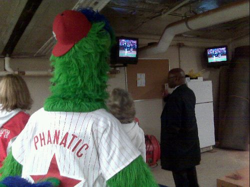 Phanatic_watches_trainers_room