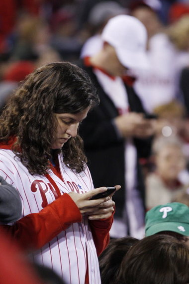 Phillies_fans_texting